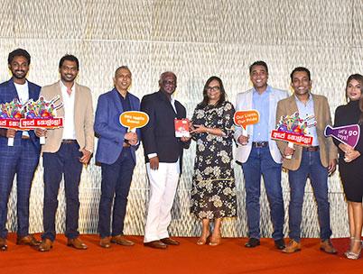 Amali Nanayakkara,  Dialog Axiata PLC hands over the first CD of the 'Ape Kollo' song to Dr. Jayantha Dharmadasa